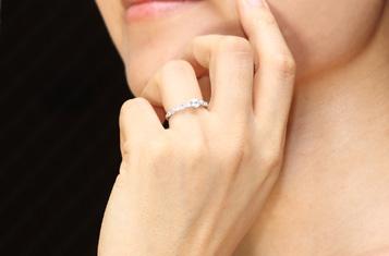 婚約指輪はジャストサイズを選びましょう